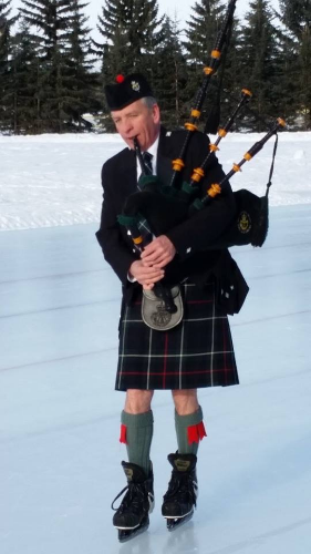 At Saskatoon's 2015 kilt skate, a piper braved the 35-below temperatures. This year, the weather forecast looks more promising.