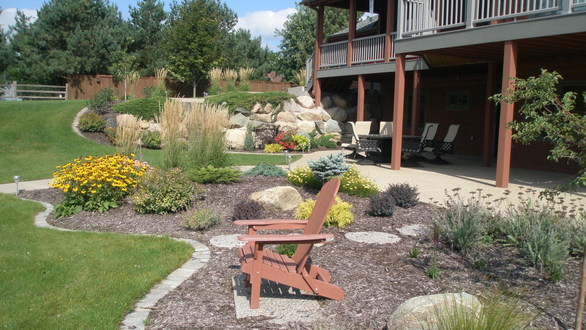 Lakeside patioscape