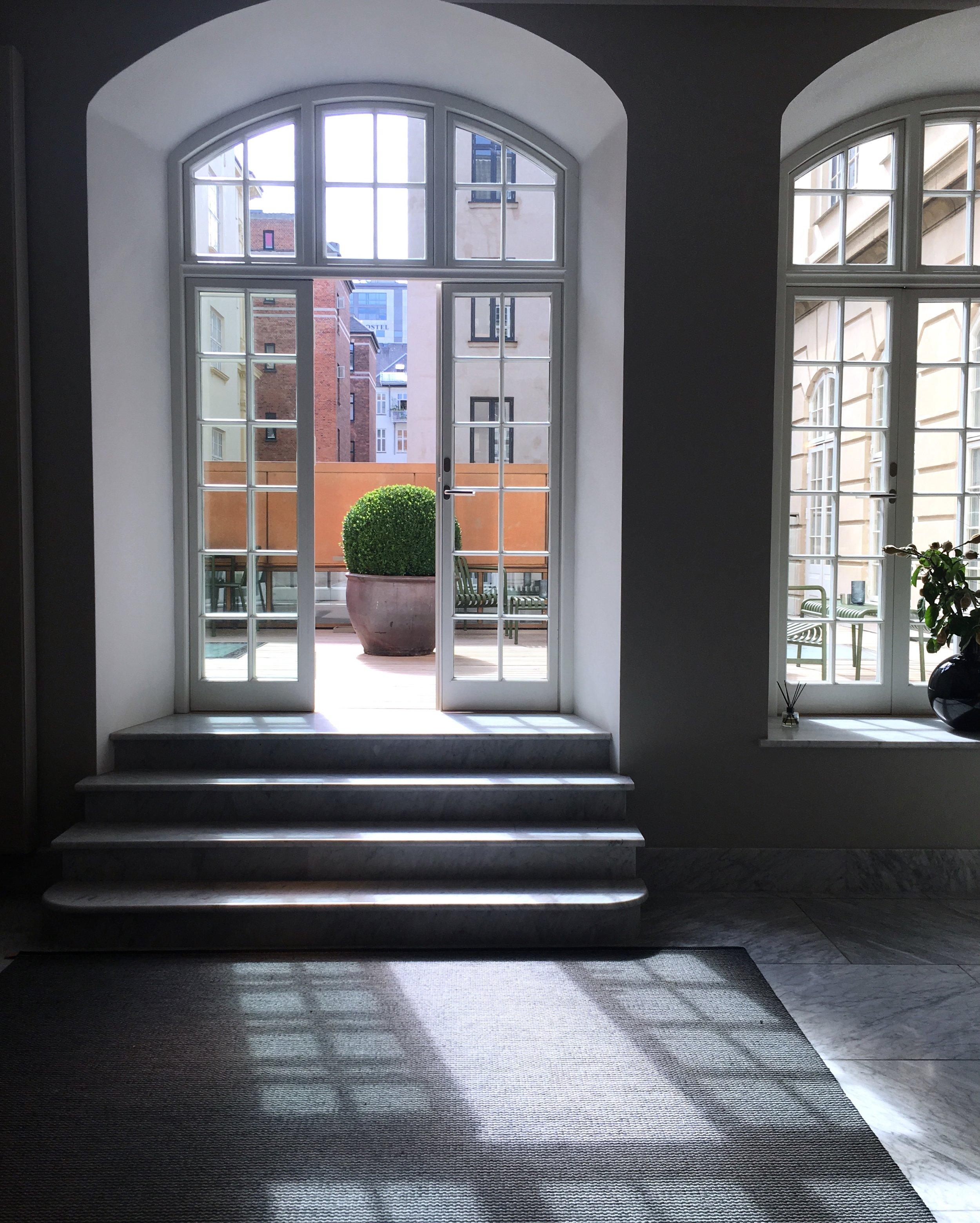 Byggnaden som bär en historia från 1903 tillhörde ursprungligen The Royal Danish Academy of Music.