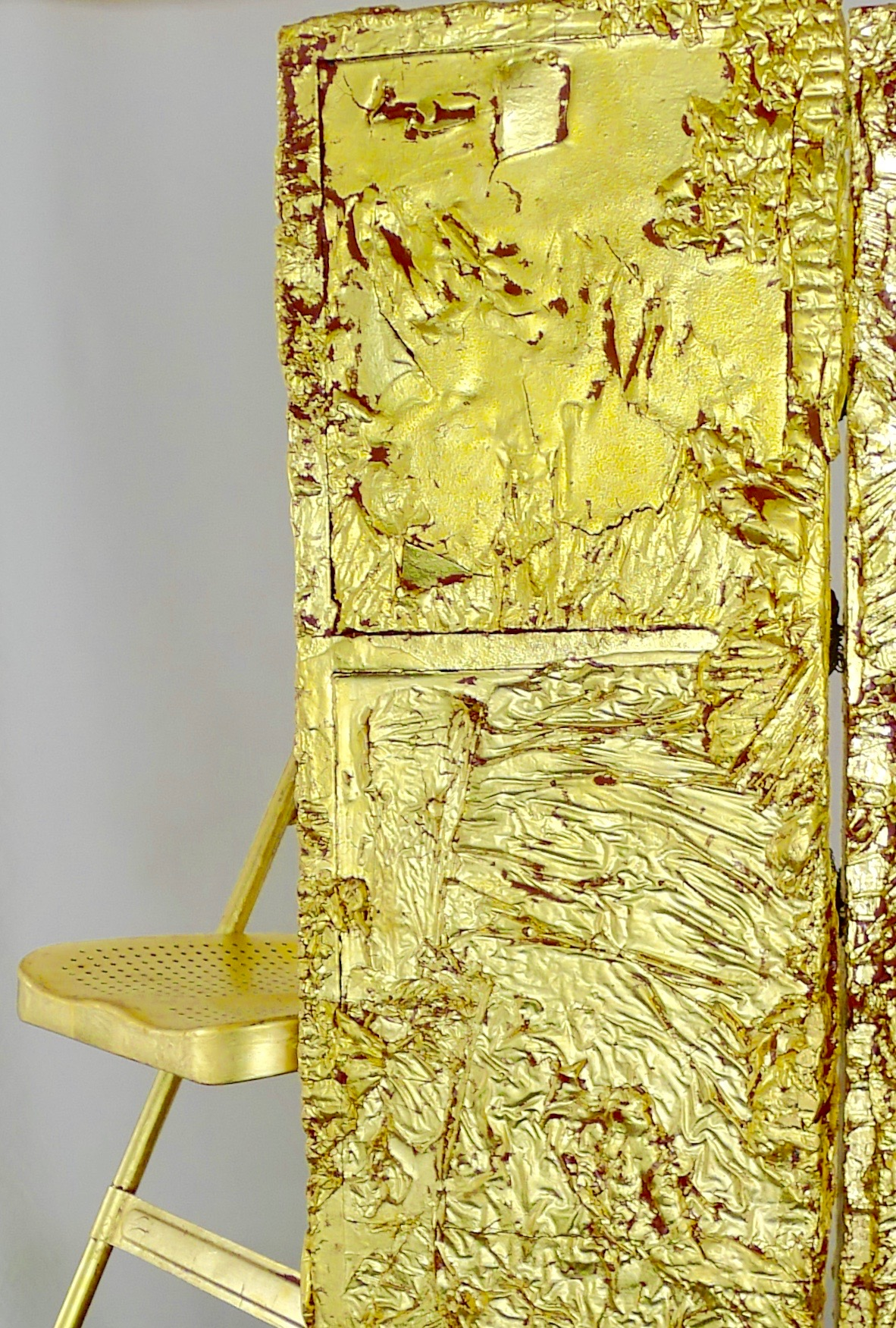 """Elizabeth Tinglof, 2016 Detail of """"After Some Reflection"""" oil, resin, wax, panel, wire, gold leaf and chair"""