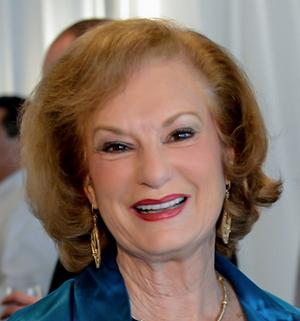 Betty Muns, Director