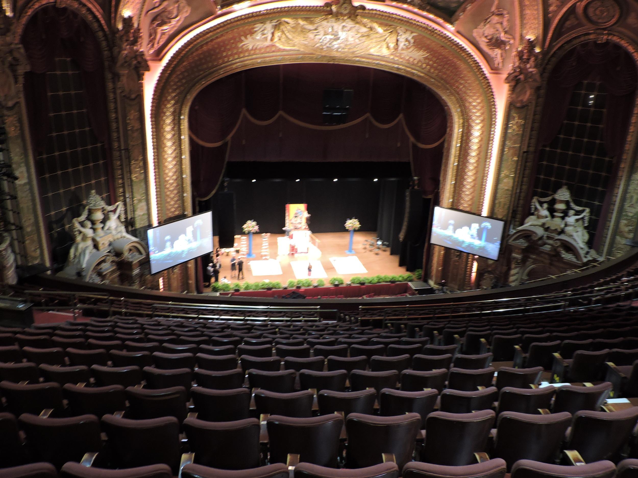 Dalai lama 2014-10-30-Boston-G07.jpg