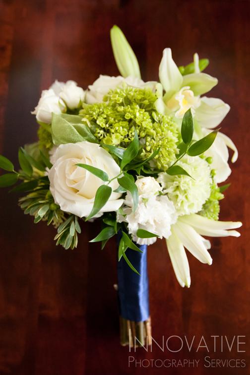 081_(_MG_9708)[2]bridesmaid bouquet.jpg