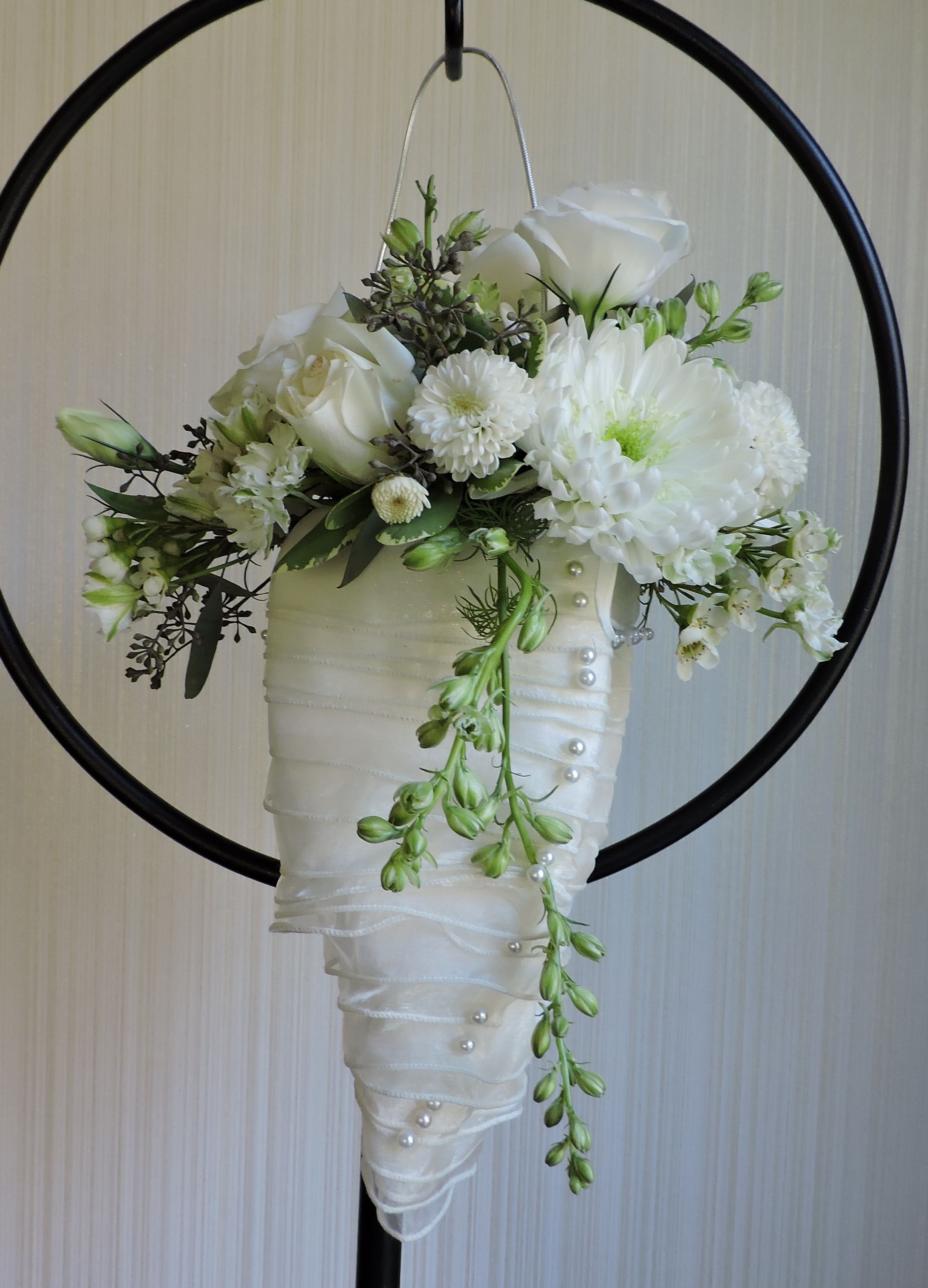 A unique alternative to the typical bouquet styles. Additional shapes available.