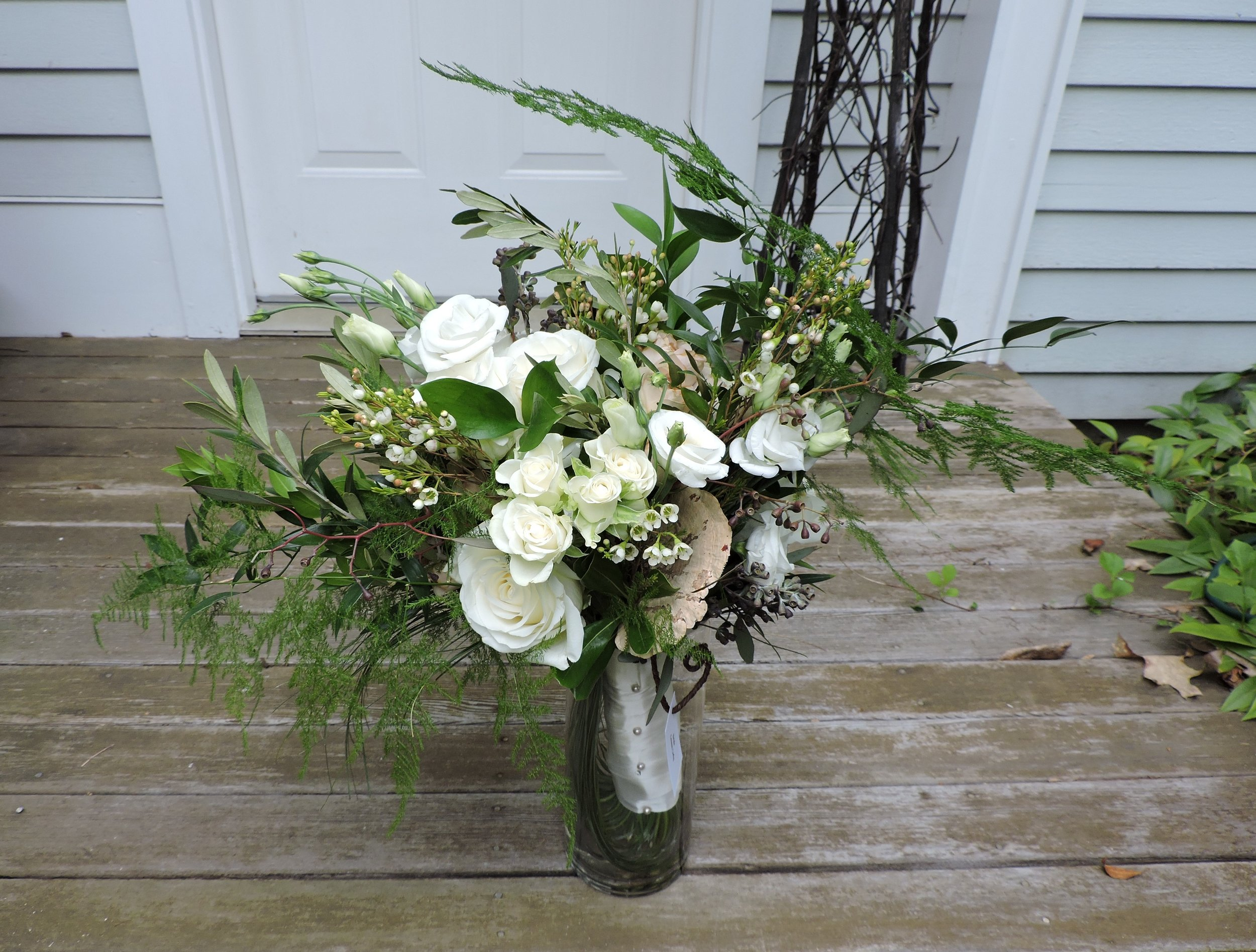 Assorted foliage and flowers combined for natural bouquet  #floralnotes #floralnotesacton