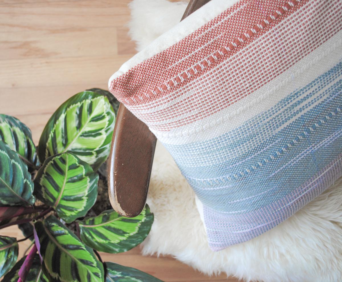 WEGATHER_pillow-medium-square-koloa-coolgrey-dusk-cream-chair-detail.png