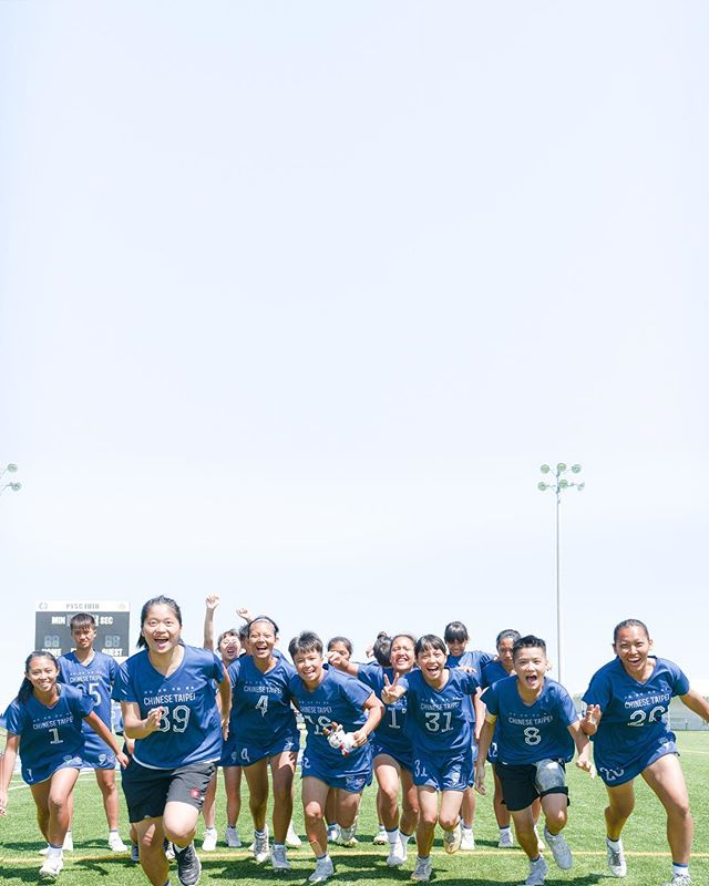 """""""The way you present yourselves in times of hardship, and the way you overcome all challenges will define you as a group."""" Remember how far you have come and how proud everyone is of you girls. """"妳們在逆境表現的情操、越過挑戰的勇氣 — 這些才是斷定我們價值的東西。"""" 頑強,突破,笑容,傳承。"""