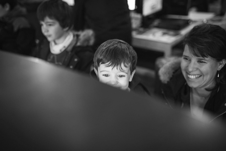enfant-devant-ecran.jpg