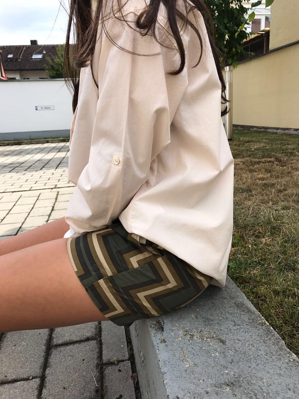 Bluse: 90€ / Shorts: 97€ - Mehr Infos