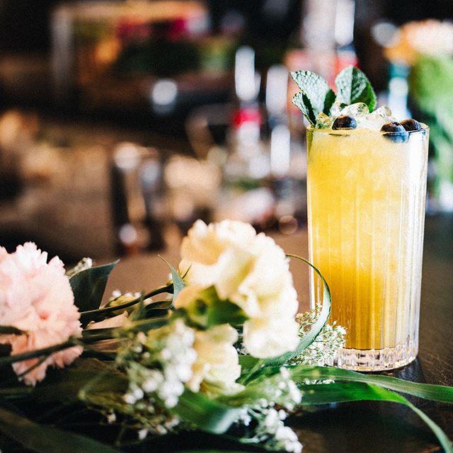 It's Friday - die perfekte Gelegenheit den fruchtigen Solero zu probieren, mit @kraken_de Rum, Kokos, Orange, Maracuja, Limette und frischer Zitrone 🍋🥥 See you at #55eleven #weekendvibes #solero #cocktails #krakenrum #mxvst #muc #munich #coconutandrum