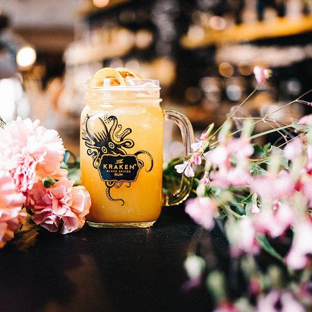 Kein Bock auf Cocktails? Wie wär's mit einem Homemade 55Eleven Ice Tea? Frisch zubereitet und eiskalt serviert 🍋  #55eleven #mxvst #homemadeicetea #icetea #sundowner #munich #muc  #drinks