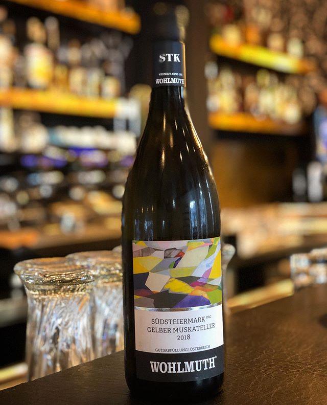 Neue, frische Sommerweine straight aus der Südsteiermark 🇦🇹 in der MXVST eingetroffen! Also aufgehts #aufaglaserl der vier .... . . . #55eleven #mxvst #munich #maxvorstadt #bar #wein #vino #wine #winelovers #bytheglas #wohlmuth #südsteiermark💚 @gerhardwohlmuth