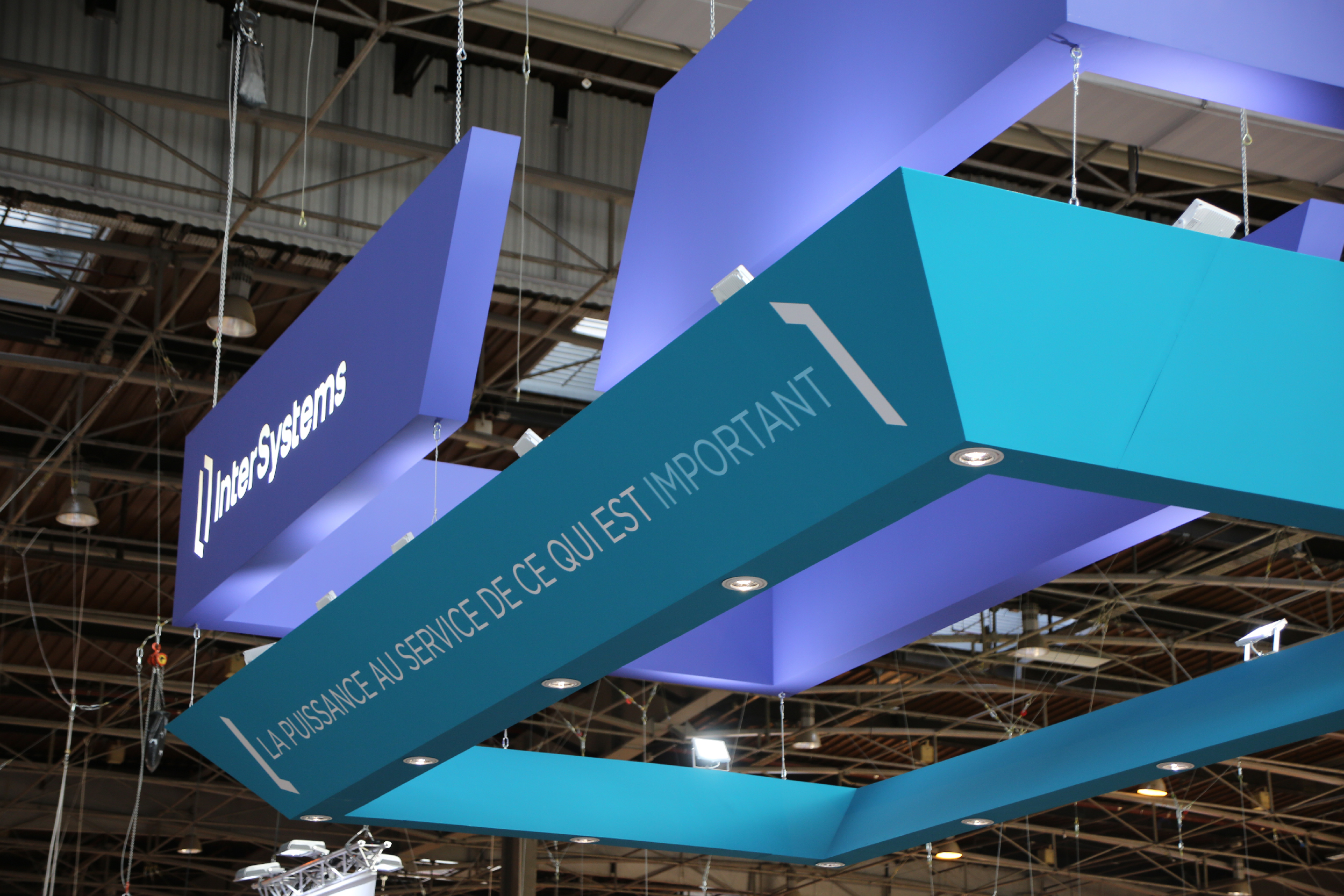 stand d'exposition Intersystems au salon HIT2017 | détail du plafond