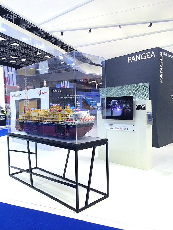 stand exposition narrative STAND TOTAL QATAR IPTC 83.JPG