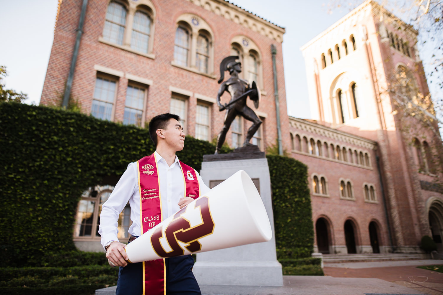 USC college senior graduate posing in front of Tommy Trojan by Stanley Wu Photography | Portrait & Wedding Photographer serving Los Angeles, Orange County, and Southern California
