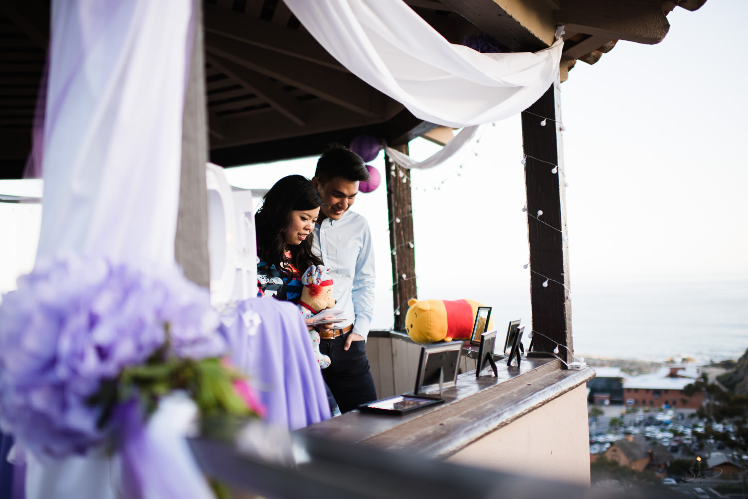 Reading love letters. Cliffside proposal & engagement in Dana Point | Stanley Wu Photography Portrait & Wedding Photographer | Los Angeles, Orange County, Southern California