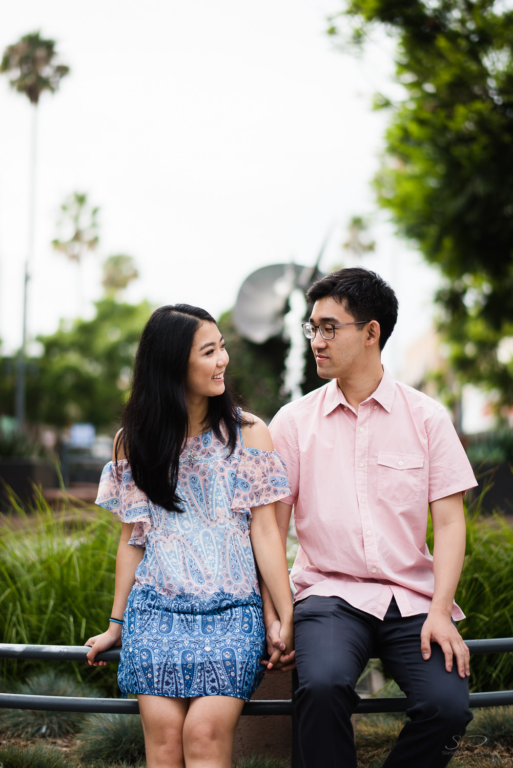 downtown-santa-monica-pier-and-beach-engagement-stanley-wu-photography-los-angeles-portrait-and-wedding-photographer-17.jpg