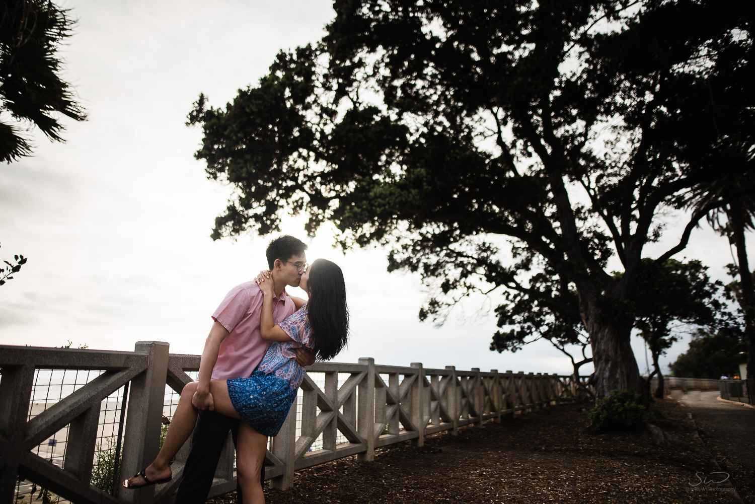 downtown-santa-monica-pier-and-beach-engagement-stanley-wu-photography-los-angeles-portrait-and-wedding-photographer-24.jpg