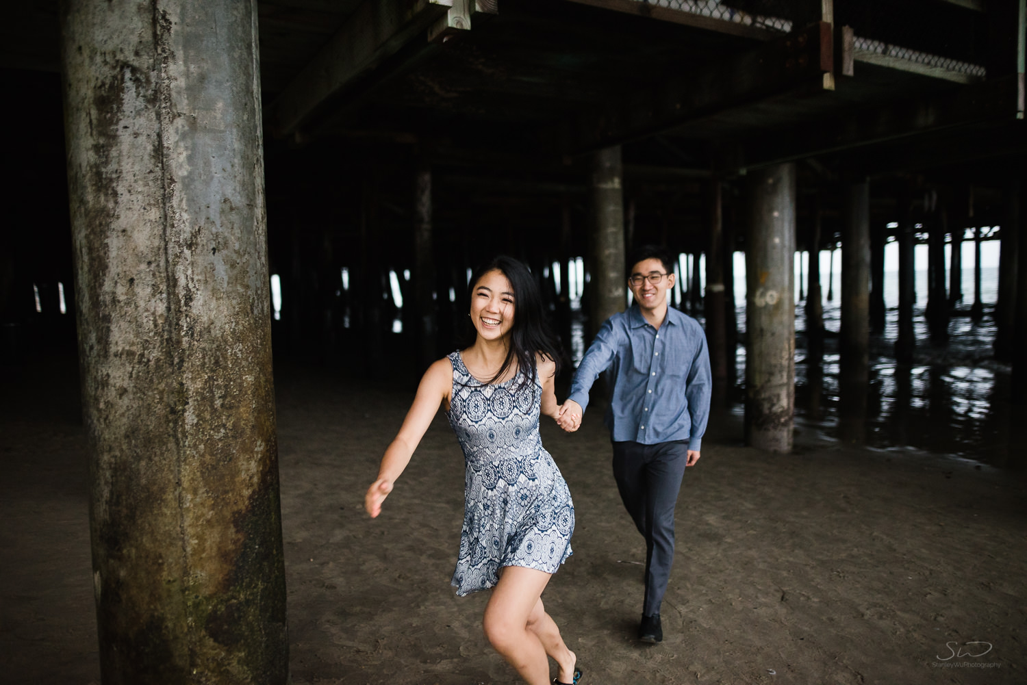 downtown-santa-monica-pier-and-beach-engagement-stanley-wu-photography-los-angeles-portrait-and-wedding-photographer-57.jpg