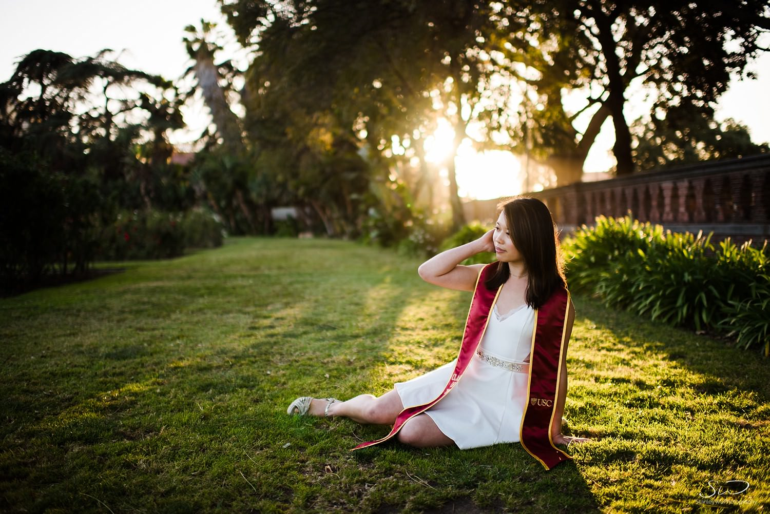 USC Senior sitting on grass at Rose Garden | Los Angeles Graduation and Senior Portrait Photographer