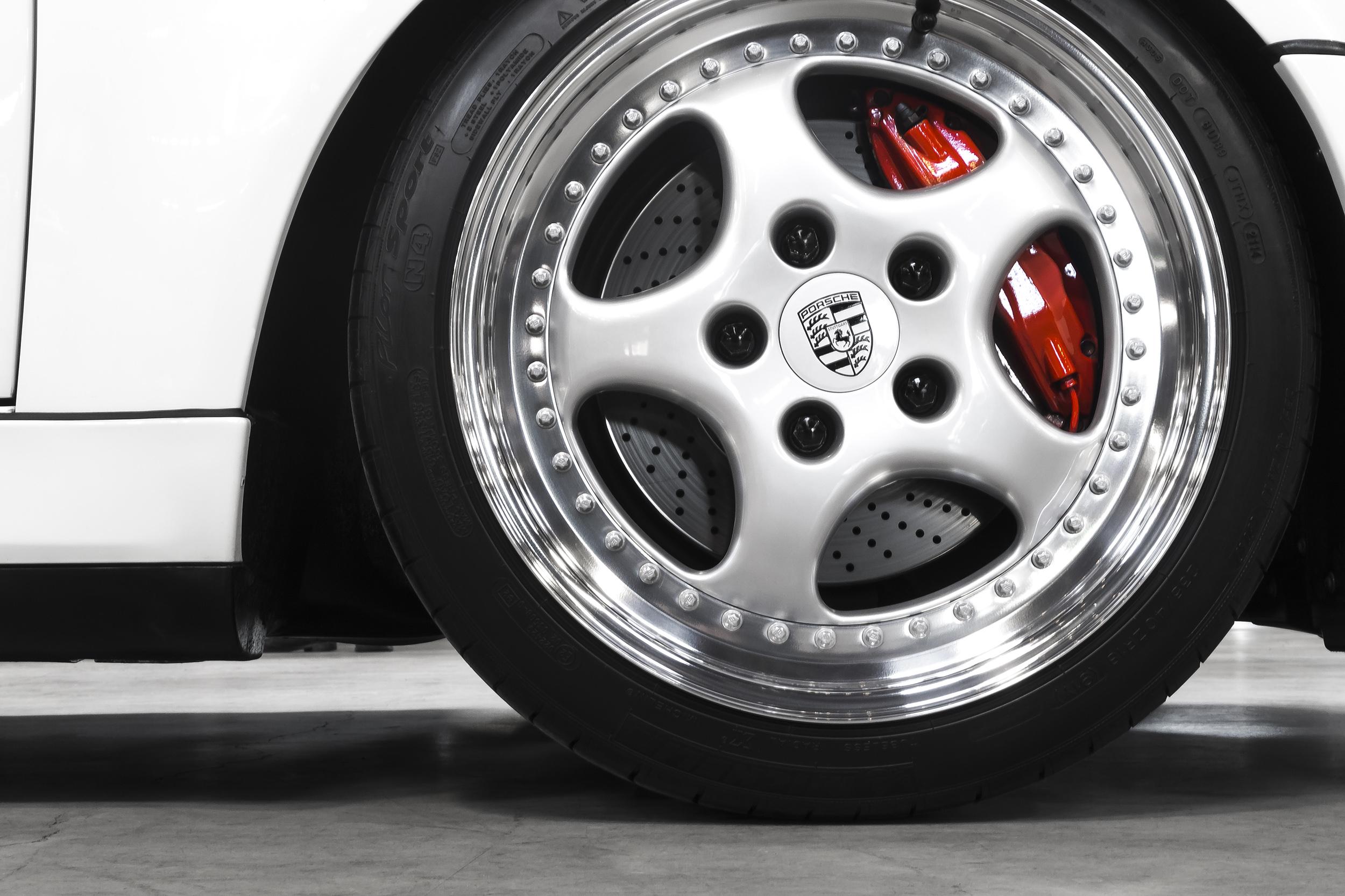 Porsche_low_angle_photo