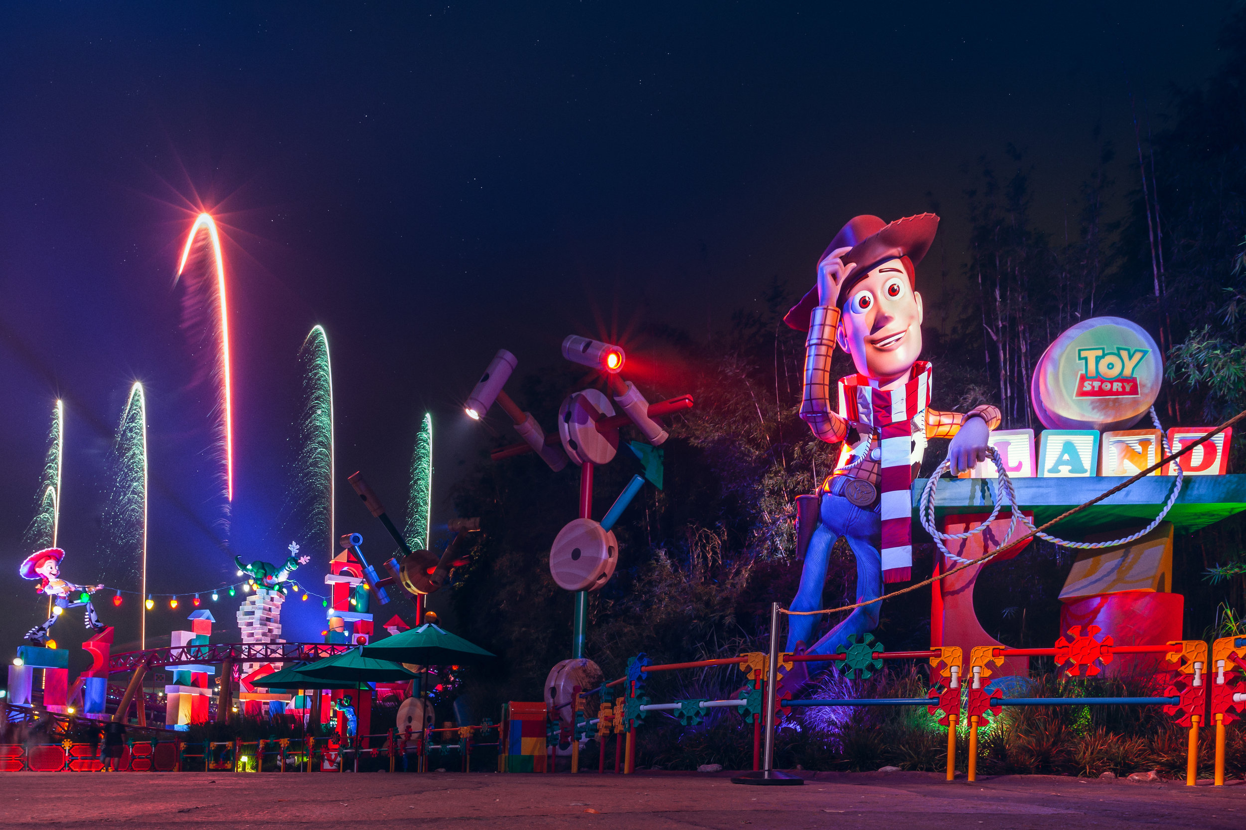 Fireworks at Toy Story Land. Shot with: Canon 5D Mark II, 16-35mm 2.8 II lens at 20mm. Exposure 11 sec at F/14, ISO160.