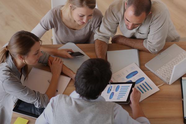 Betriebliche Mitarbeiterberatung   Wir stehen Mitarbeitenden durch rasche, lösungsorientierte und kompetente Beratung per Telefon oder vor Ort zur Verfügung.