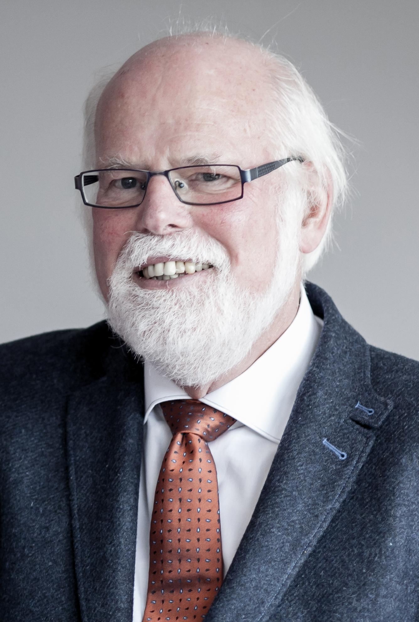 Prof. Dr.Gunter A. Pilz   ( Fachliche Beratung)