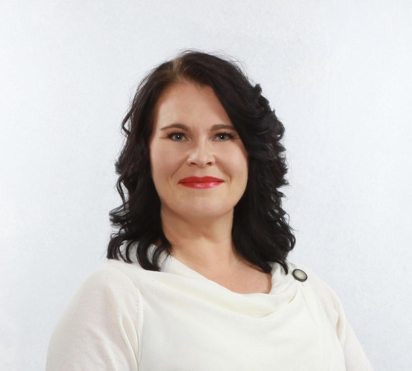 Mari Sarajärvi   Kouluttaja  Oikeustieteiden maisteri, Positive Psychology Practitioner, lifecoach ja business coach