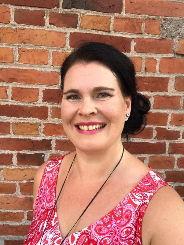 Mari Sarajärvi, oikeustieteiden maisteri, Positive Psychology Practitioner, tuore yrittäjä ja Joyllan koulutustiimin uusi jäsen.