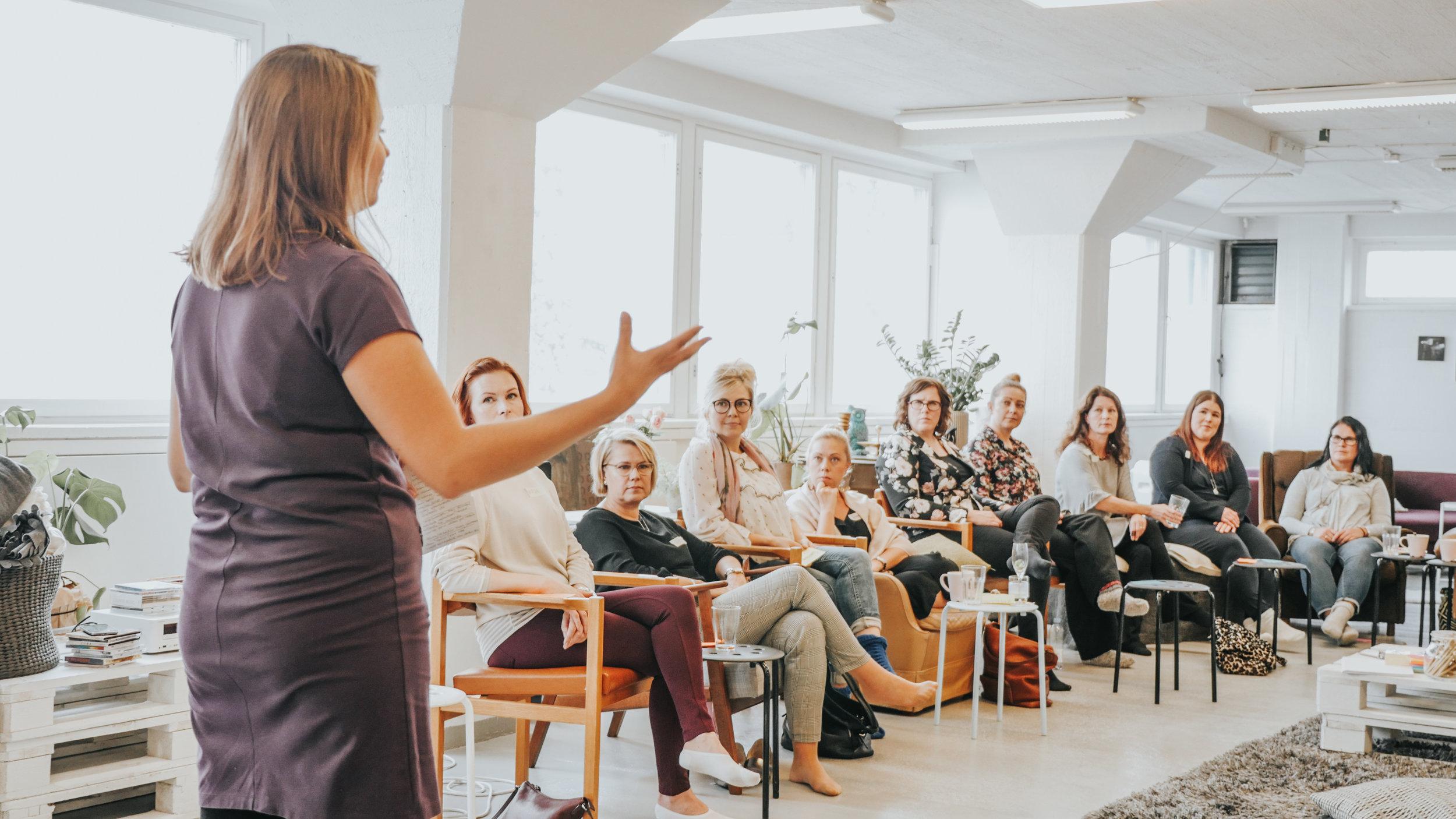 Yhdessä olemme enemmän: Joyllan Paulina Piippo sekä upeita PPP:läisiä Kukoistuskekkereillä 2018.
