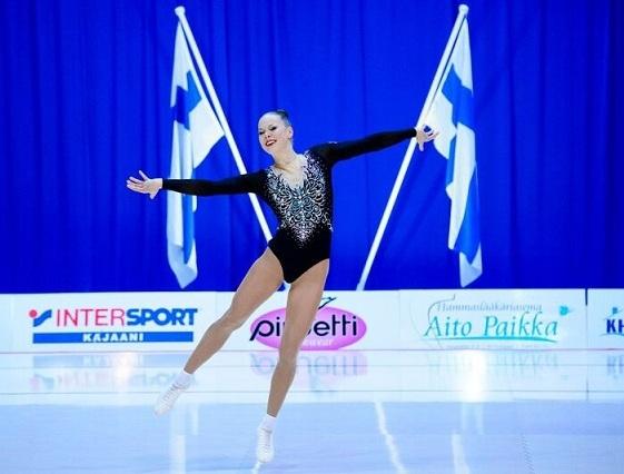 """""""Kilpaurheilijana olen jo testannut positiivisen psykologian välineitä päivittäisiin harjoituksiini ja psyykkiseen valmentautumiseen"""", kertoo aerobiccari  Erika Rautiainen ."""