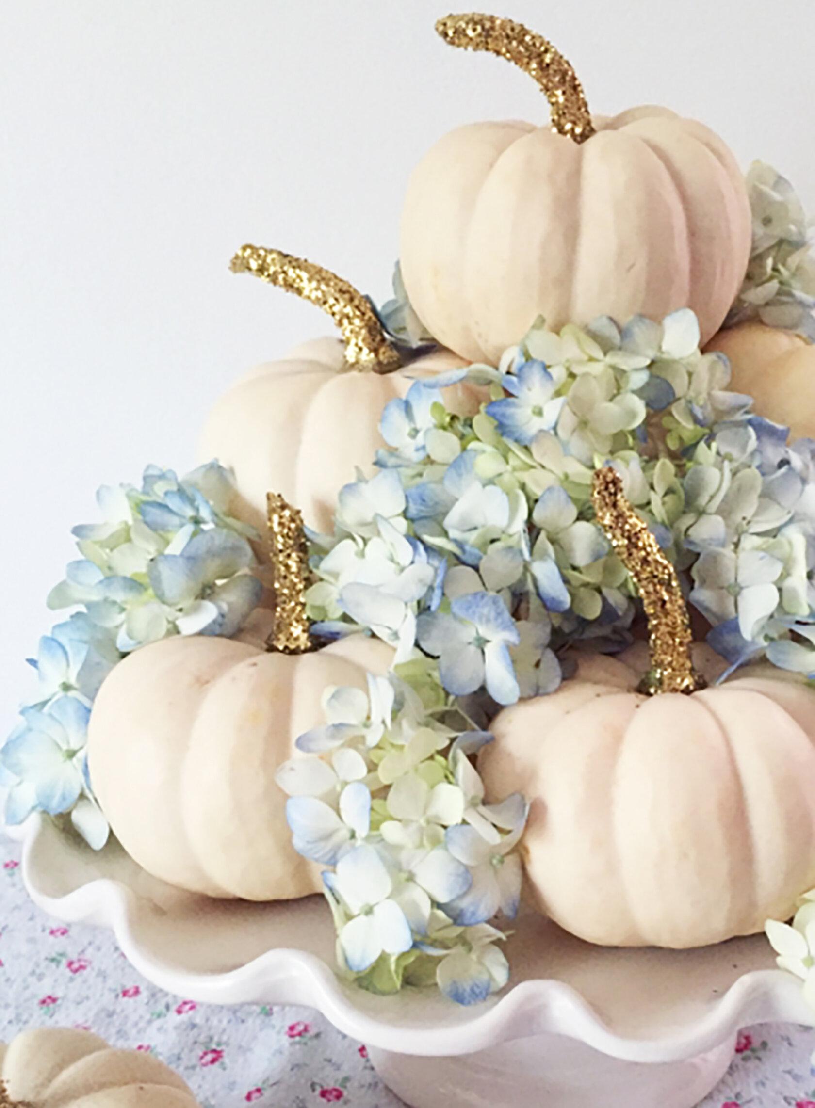 Sydne-Style-shares-no-carve-pumpkin-diy-ideas-for-fall-decor-halloween-with-glitter-white-pumpkins.jpg