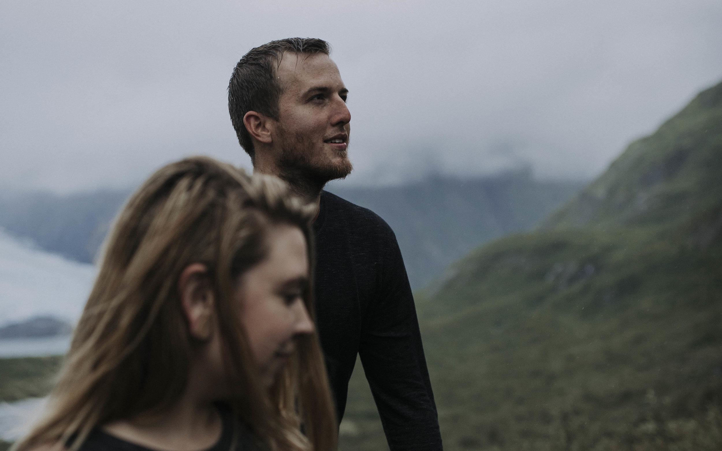 ariel-lynn-alaskan-mountain-couples-session-11.jpg