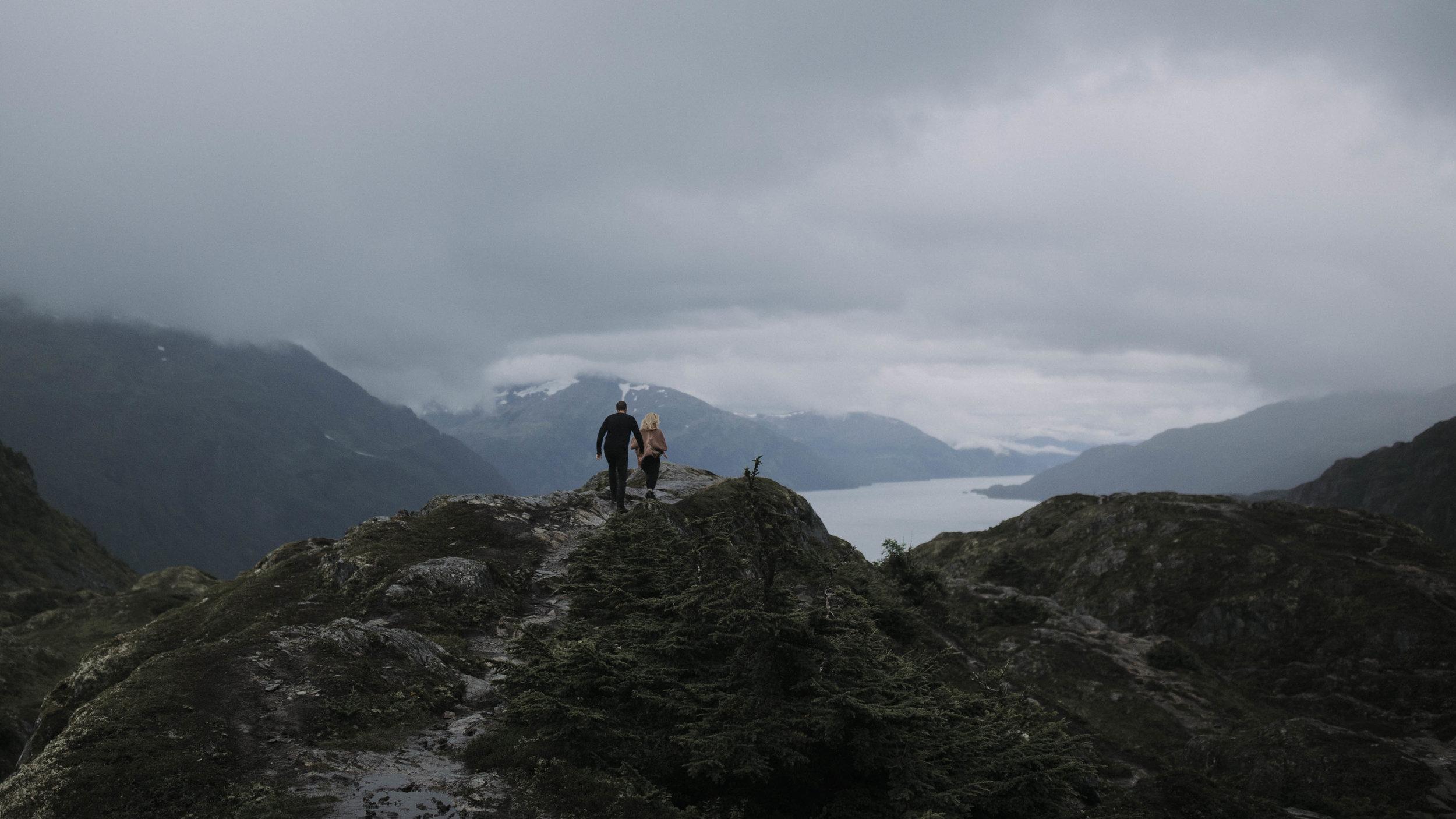 ariel-lynn-alaskan-mountain-couples-session-12.jpg