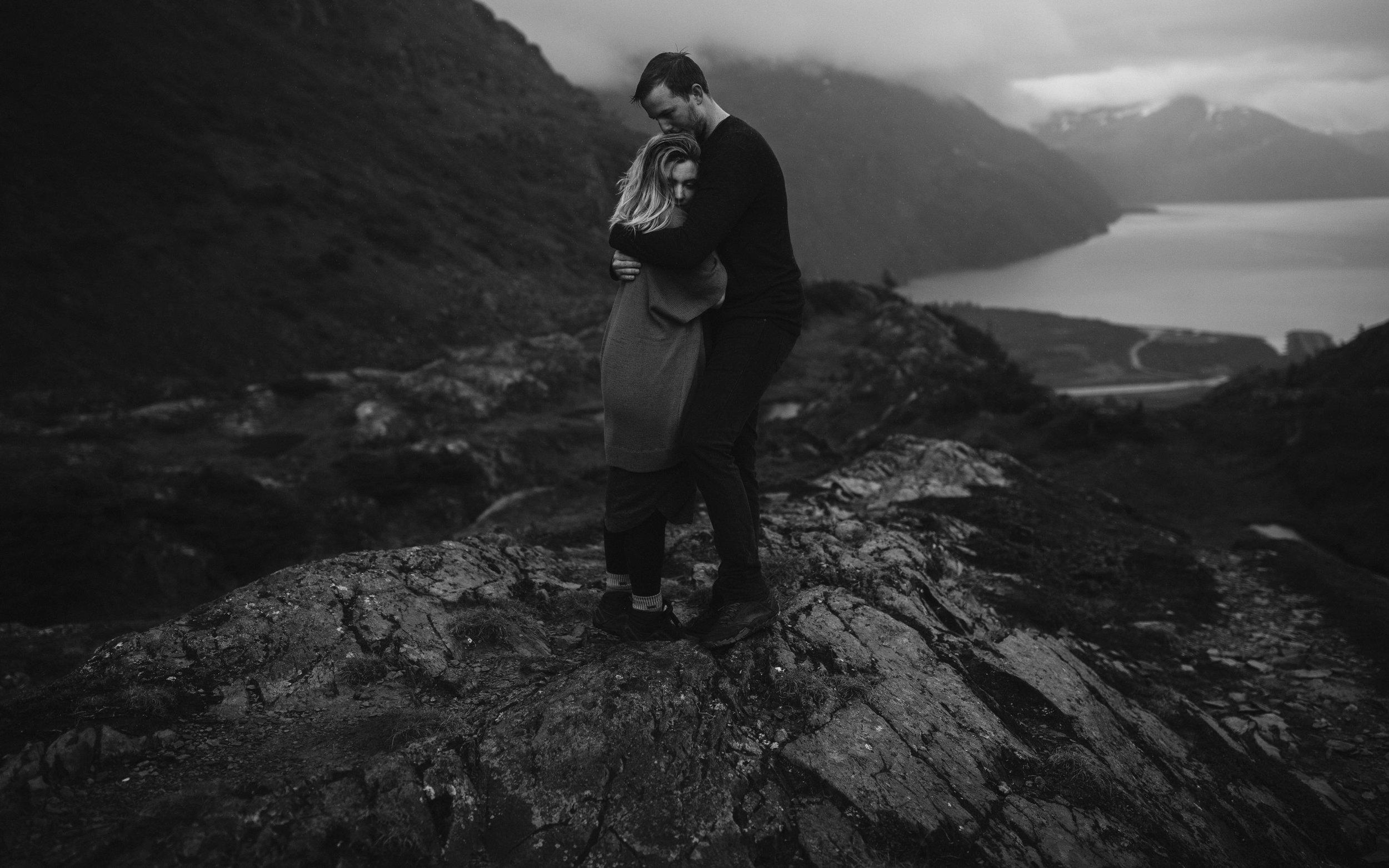 ariel-lynn-alaskan-mountain-couples-session-18.jpg
