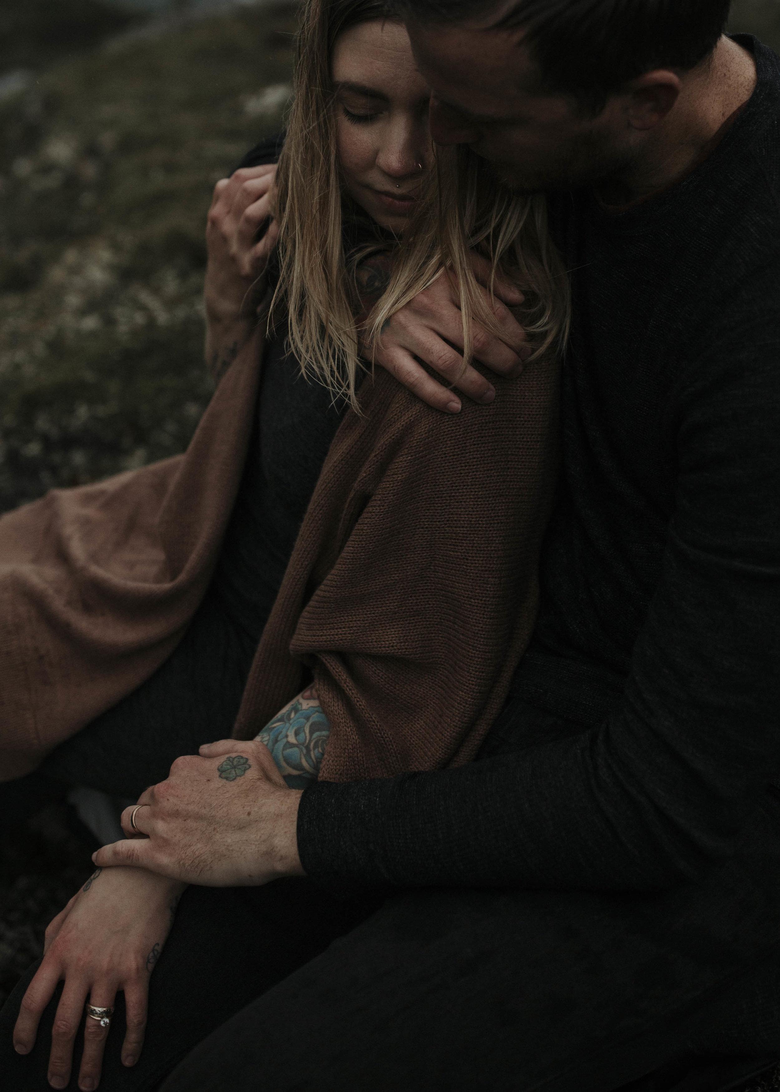 ariel-lynn-alaskan-mountain-couples-session-22.jpg