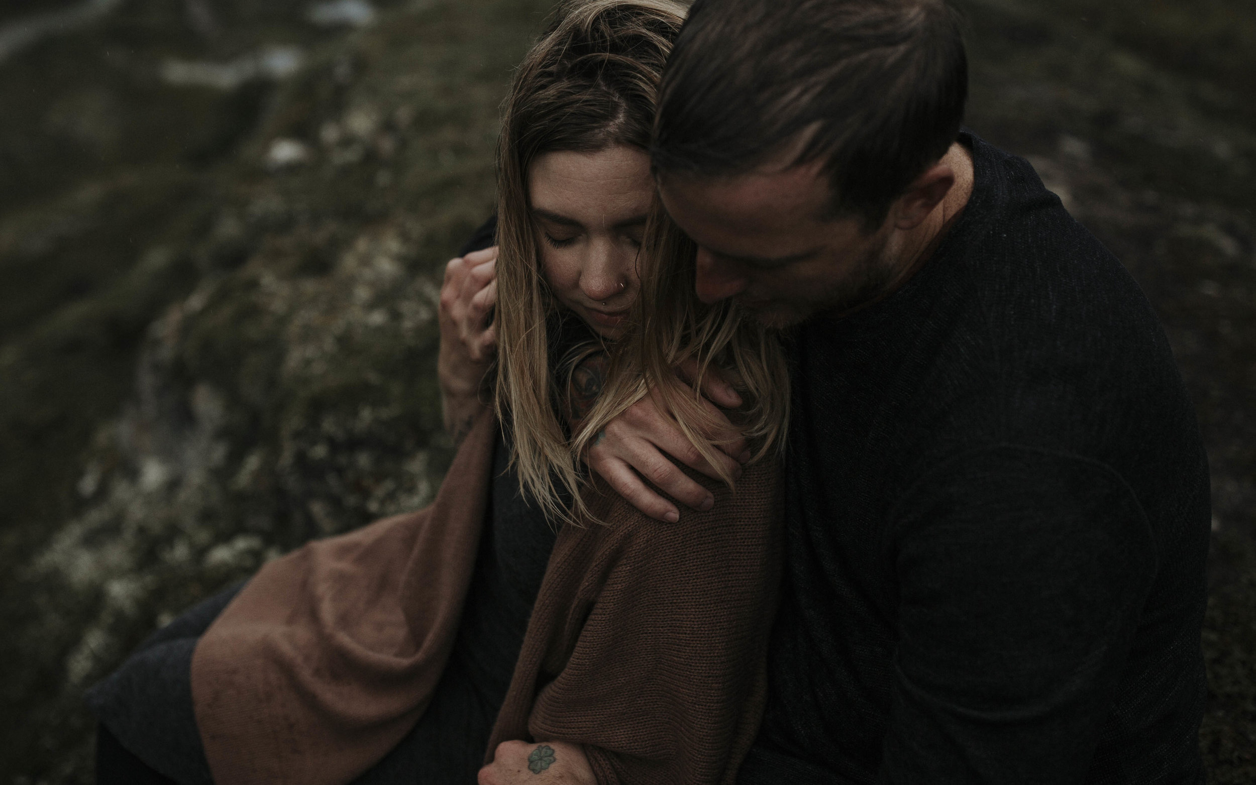 ariel-lynn-alaskan-mountain-couples-session-21.jpg