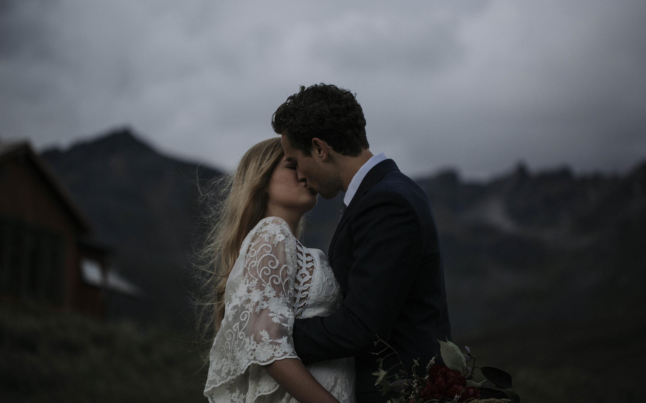 ariel-lynn-alaska-elopement-mountain-inspiration-11.jpg