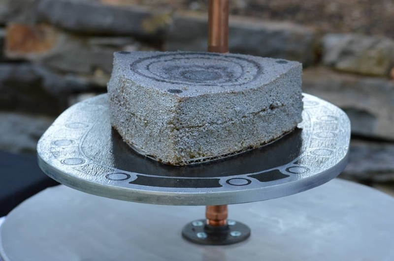 Cake shaped to represent a rotary engine