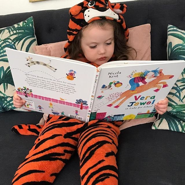 Loving this pic of a Vera Jewel reader, clearly hatching her own roaringly successful way to get to school on time! #verajewelislateforschool #macmillanchildrensbooks #picturebooks #kidlit #childrensbooks @macmillankidsuk