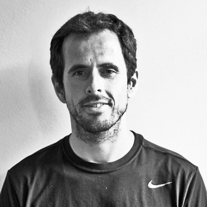 Jose Alejandría    Preparador físico deportivo y especialista en gestión de empresas deportivas   Cuando llevamos nuestra pasión a la excelencia, sólo pueden ocurrir cambios positivos. Lo que más me enorgullece es acompañar a las personas a través de un camino seguro y coherente hacia el equilibro físico y mental.