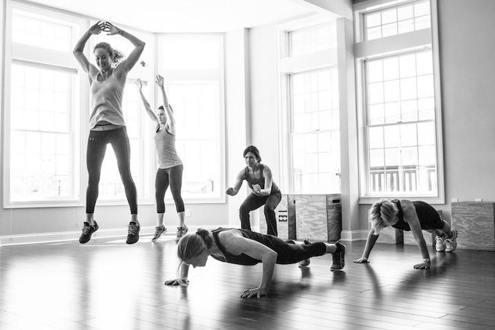 La actividad física  adaptada a las empresas,bien planificada, equilibrada y saludable no sólo nos ayuda a estar en forma, sino también a disponer de energía suficiente para  alcanzar nuestros objetivos y a afrontar el día día de forma activa y positiva. Descubre nuestros programas