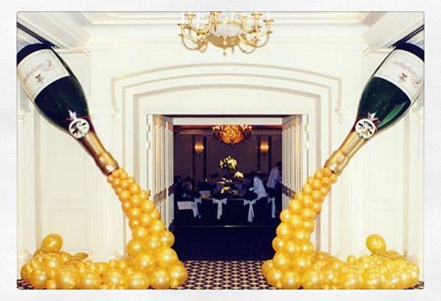 Saturday night 🥂🎈🥂 . . . . #balloondelivery #balloons #balloonsondemand #champagne #austin #atx #saturdaynight