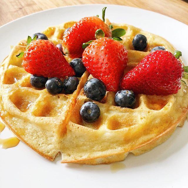 brunch on fleek ✌🏼 homemade vegan Belgian waffles with strawberries and blueberries🍓🍓🍓🍓 #saturdaymorning