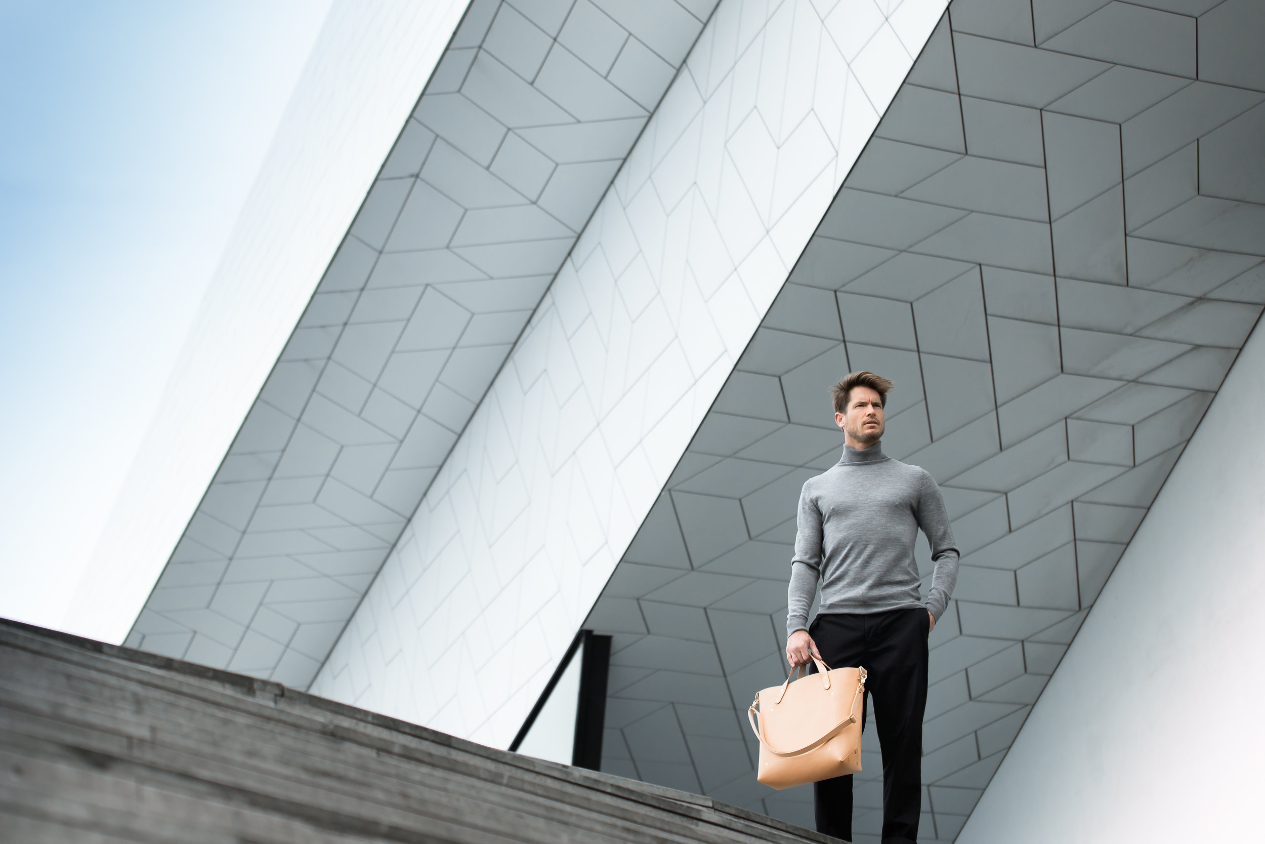Bag: Dyemond Goods Leather bag // Top:  Dilor knitted turtle neck  // Pants:  Bellerose Plano