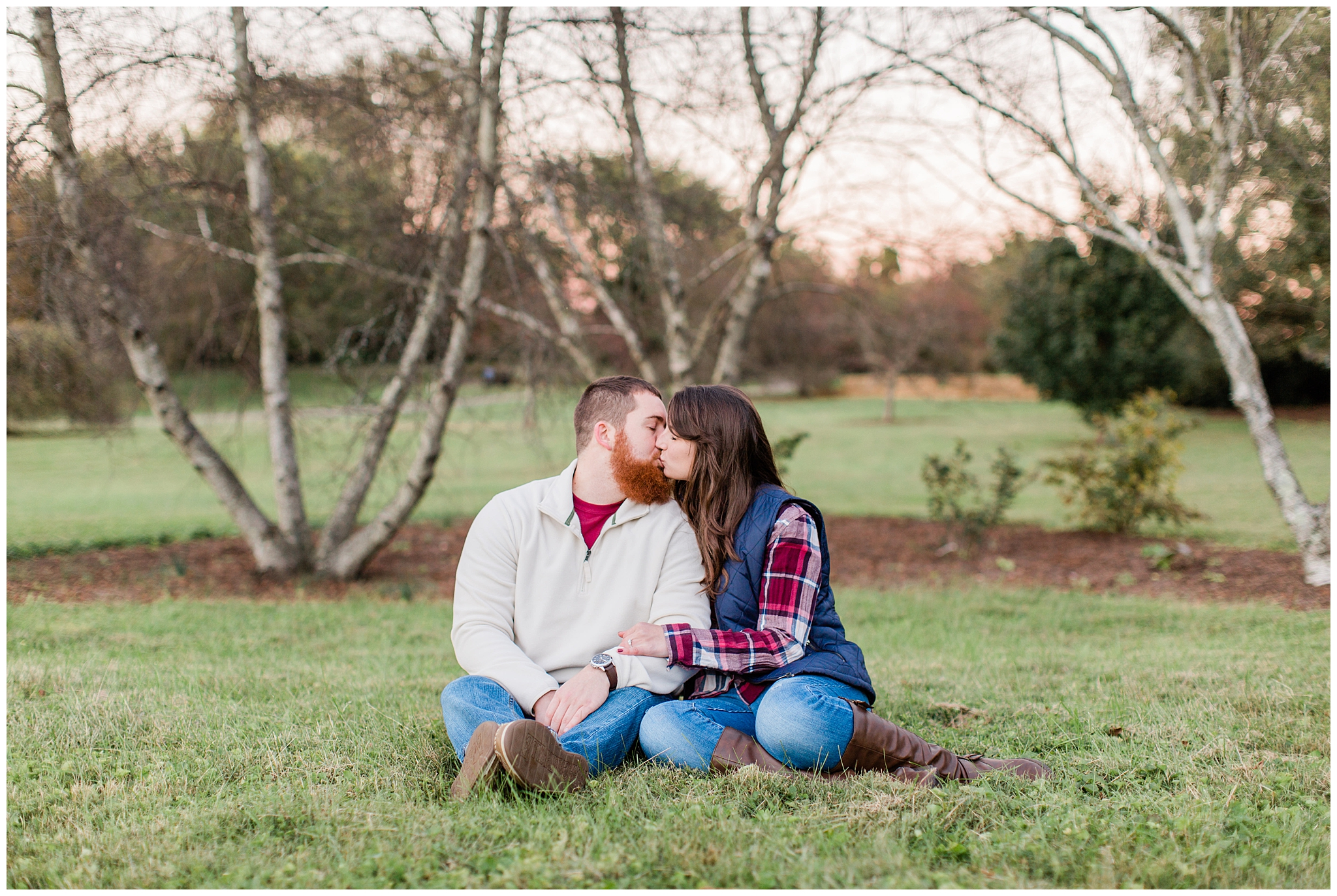 In my catching up from my 2018 weddings and engagements I'm getting to some fall engagmenets and although I am in no hurry for fall to be here just yet, this sweet session reminds me why I love fall. These two will be getting married later this year, in the fall. I hope you all enjoy their session and the beautiful golden light in the garden.