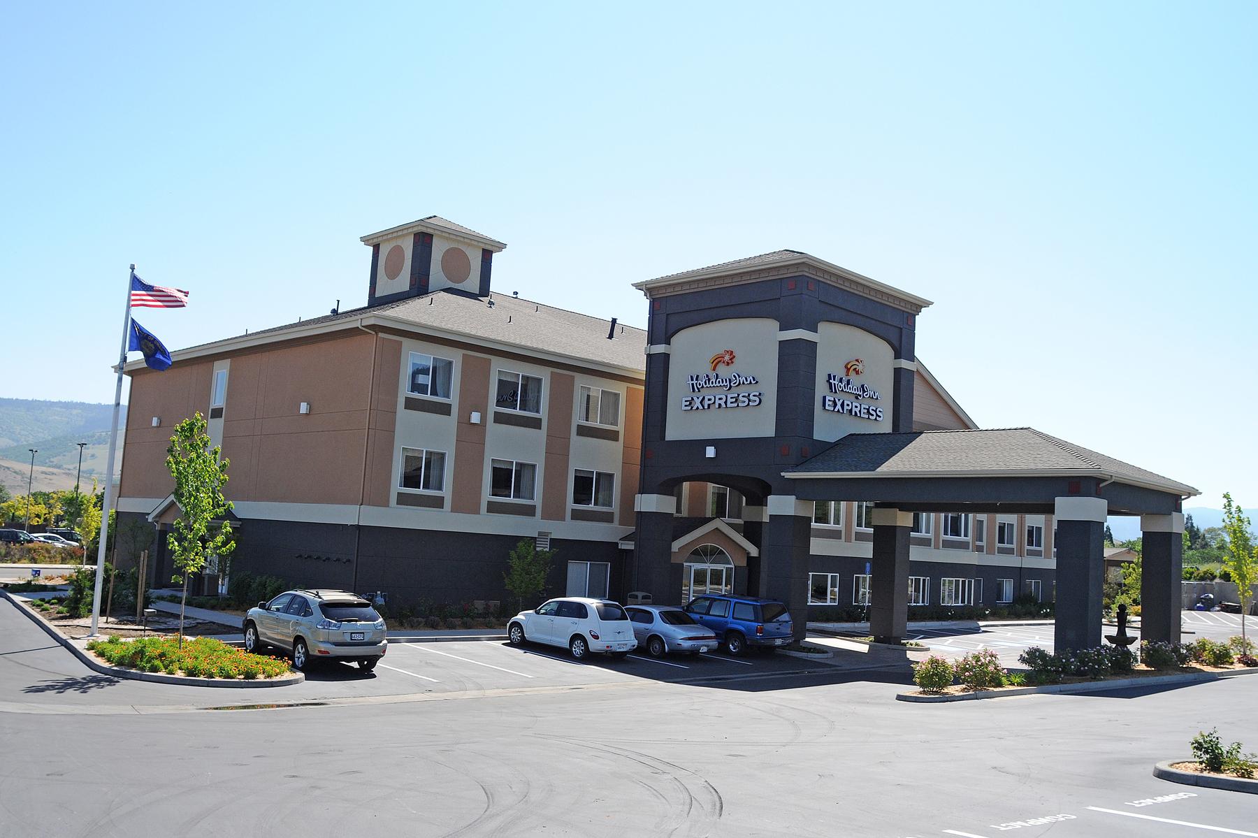 HIE Holiday Inn Ext DSC_3594web.jpg