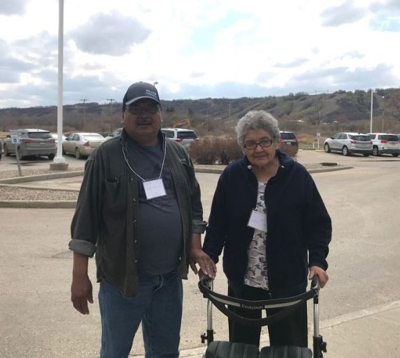 Orval Spencer's 86-year-old mother Edna suffers from dementia, but he's noticed a change since she started using an iPad with Indigenous language apps.