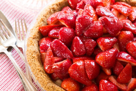 fresh strawberry whole pie  6505.png